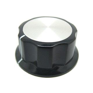 כפתור פלסטיק שחור עם מכסה אלומינים כסוף - 45MM MULTICOMP